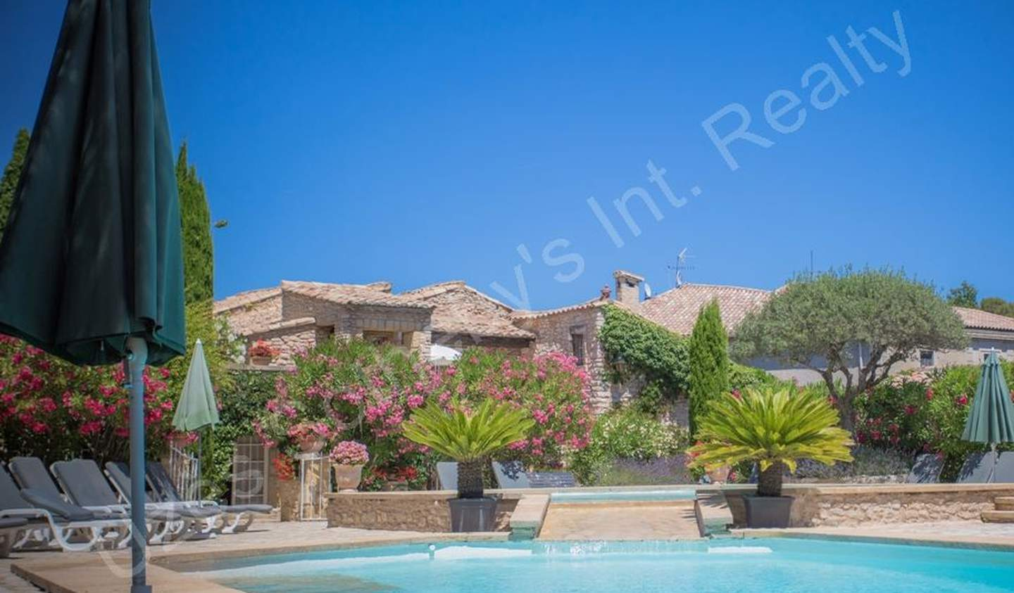 House with pool and garden Nimes
