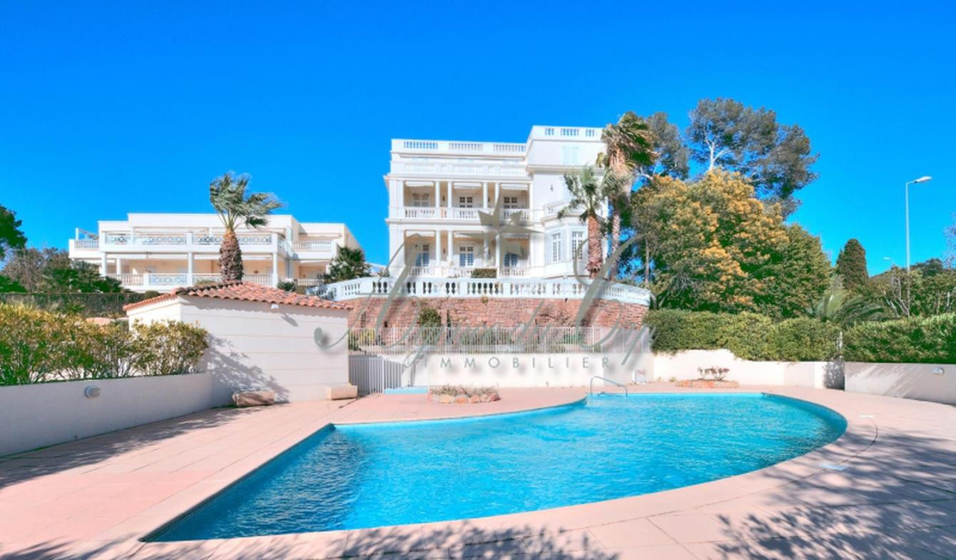 Appartement avec terrasse et piscine Saint-raphael