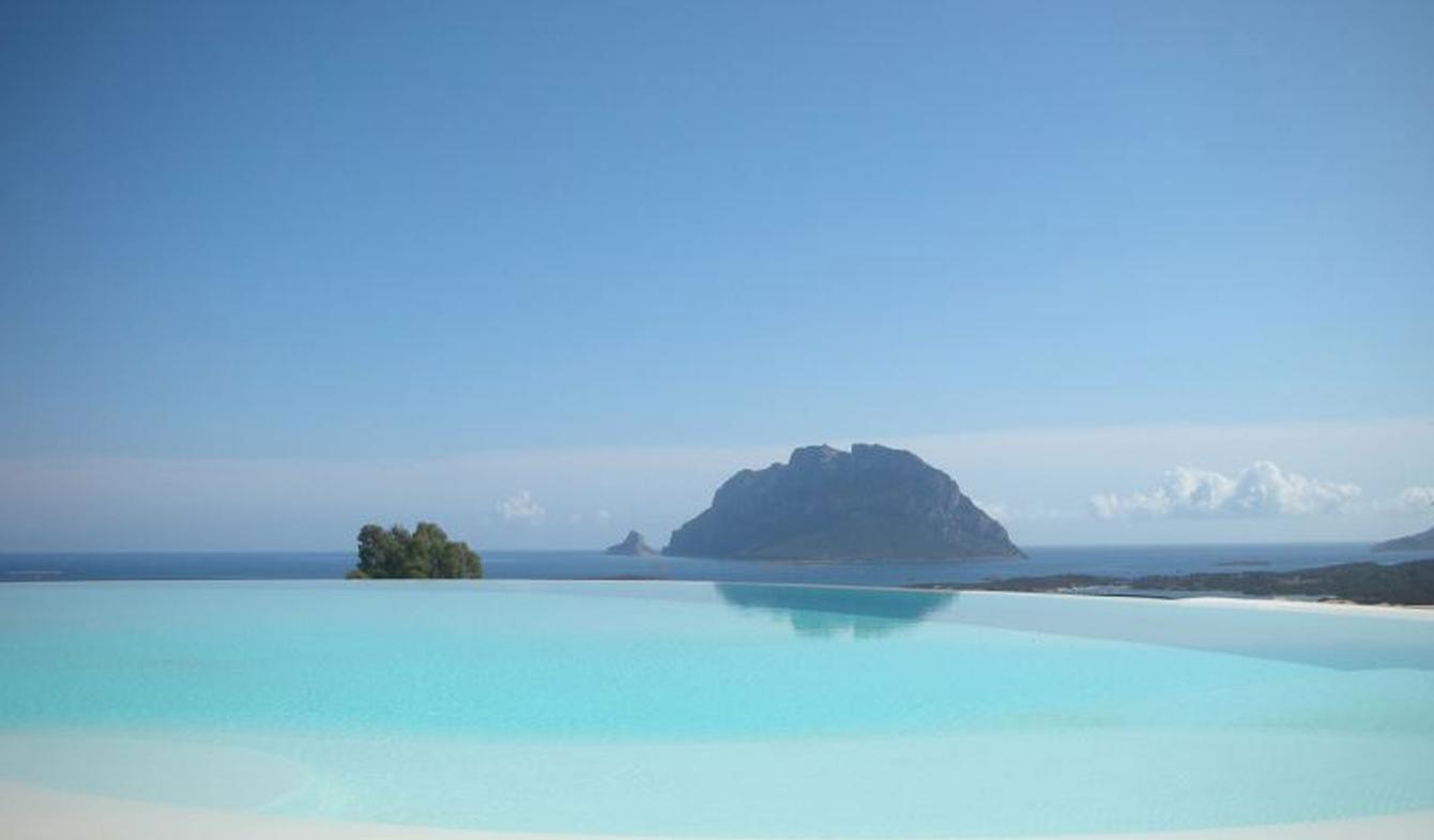 Villa avec piscine en bord de mer Loiri Porto San Paolo