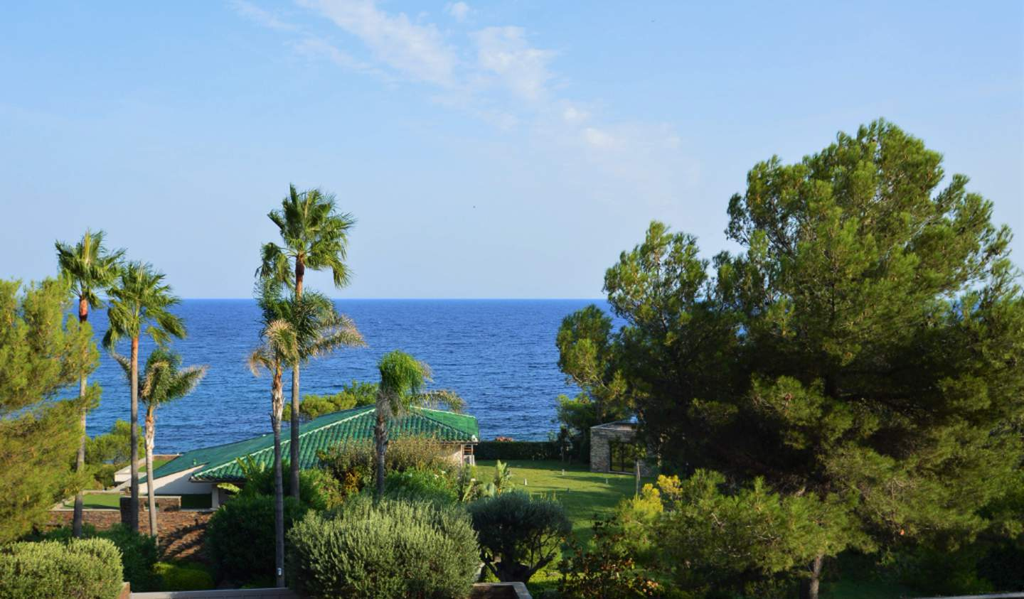 Apartment with terrace and pool Agay