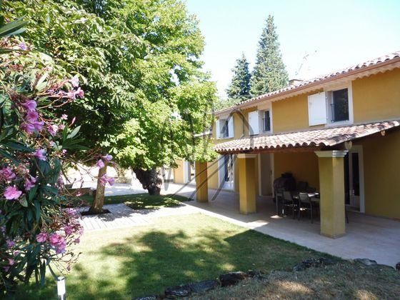 Vente villa 6 pièces 232 m2