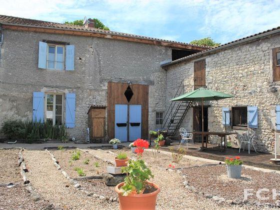 vente Maison 9 pièces 314 m2 Charroux