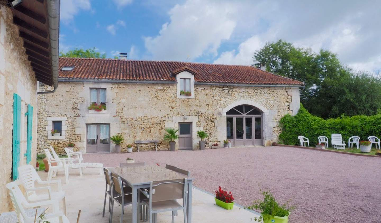 Property with garden Bourdeilles