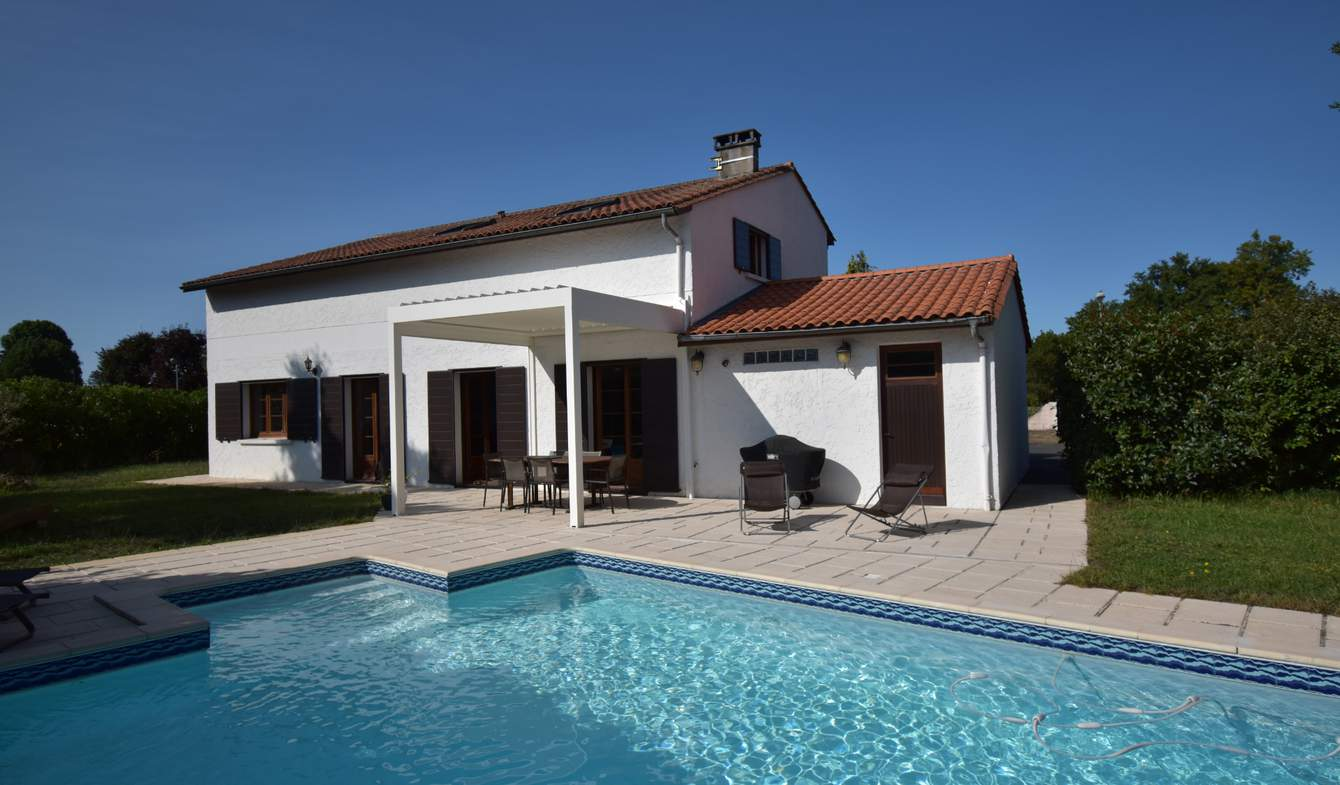 House with pool and terrace Saint-Jean-d'Illac