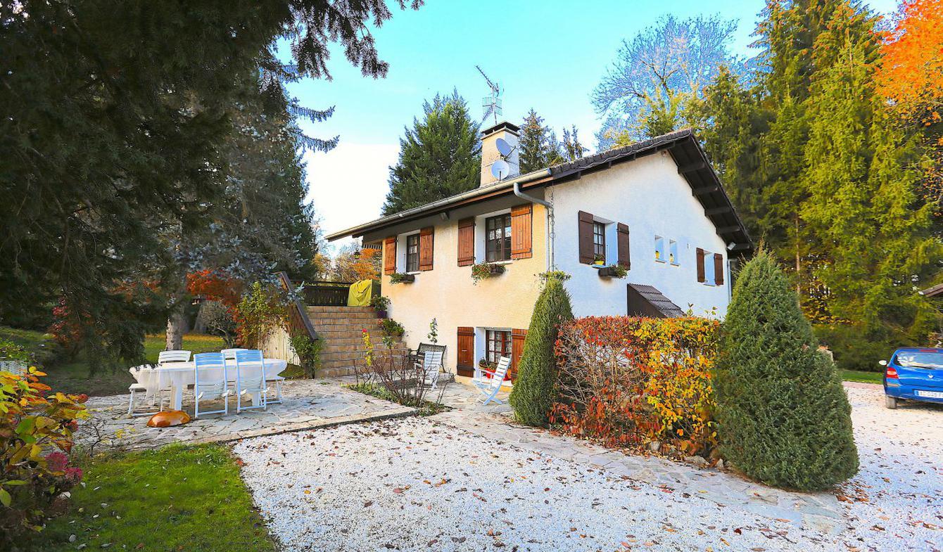 Maison avec piscine et terrasse Mûres