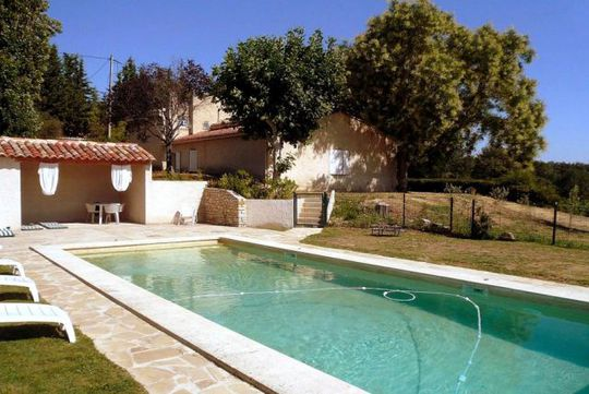 Maison avec piscine et jardin