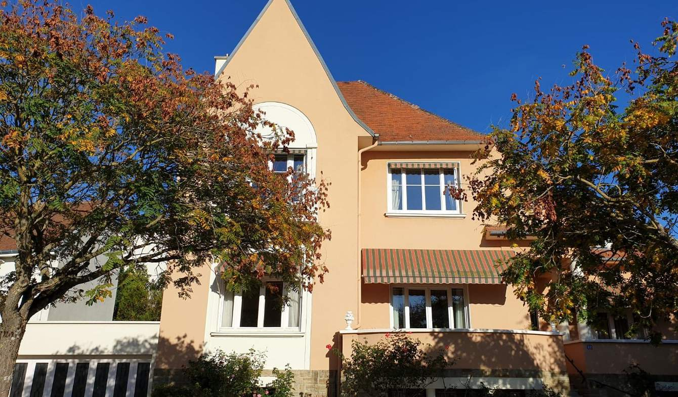 House with terrace Vichy