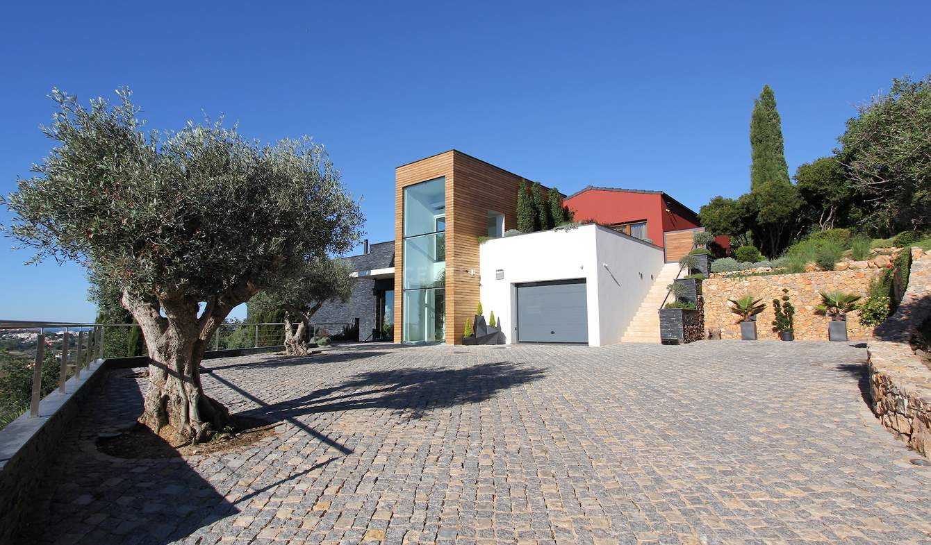 Contemporary house with pool and garden Albufeira