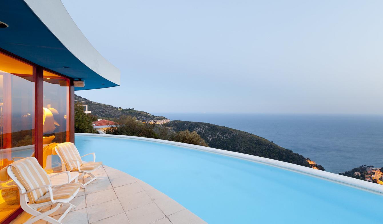 Property with pool Eze