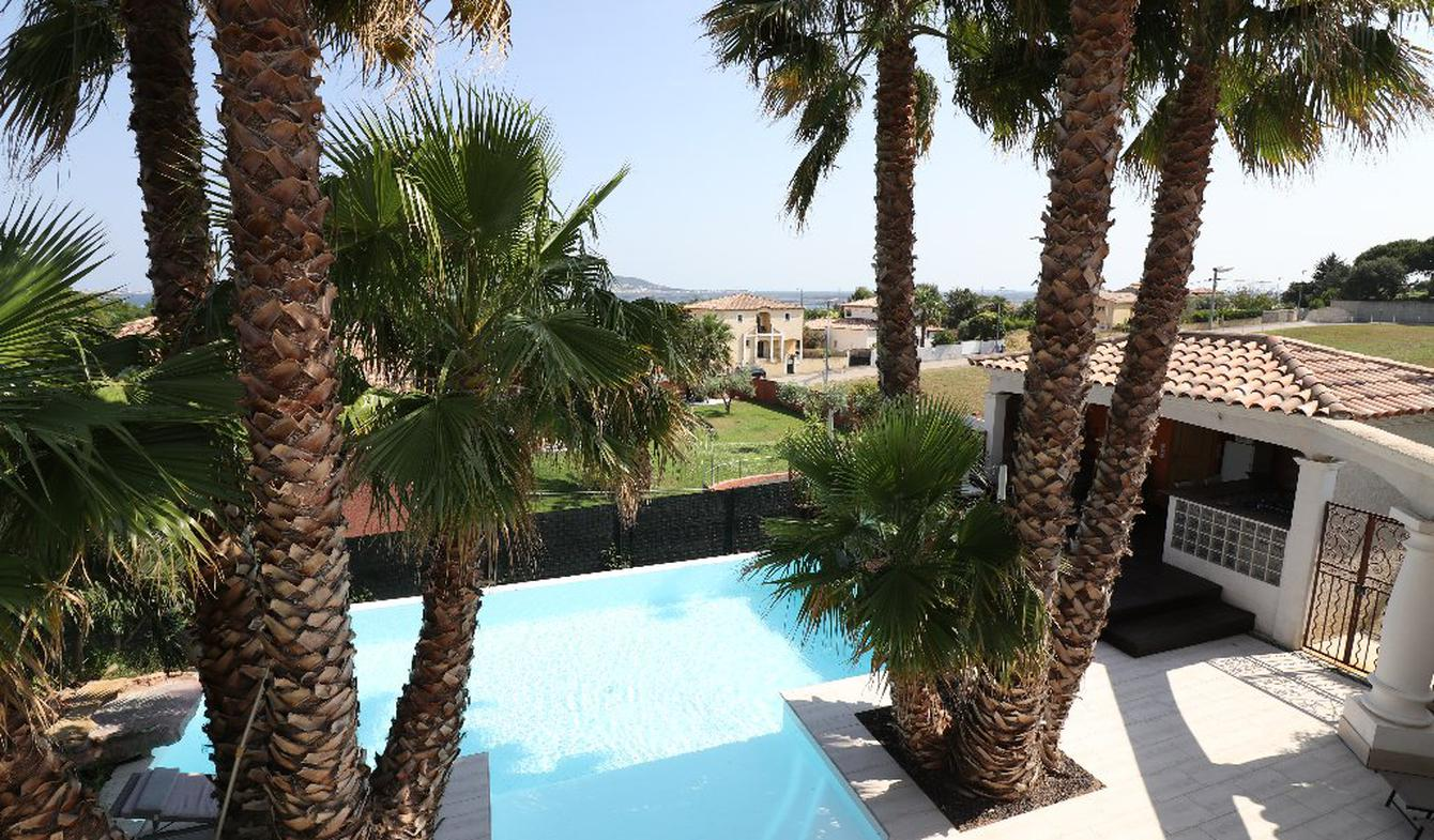 House with pool and terrace Hérault