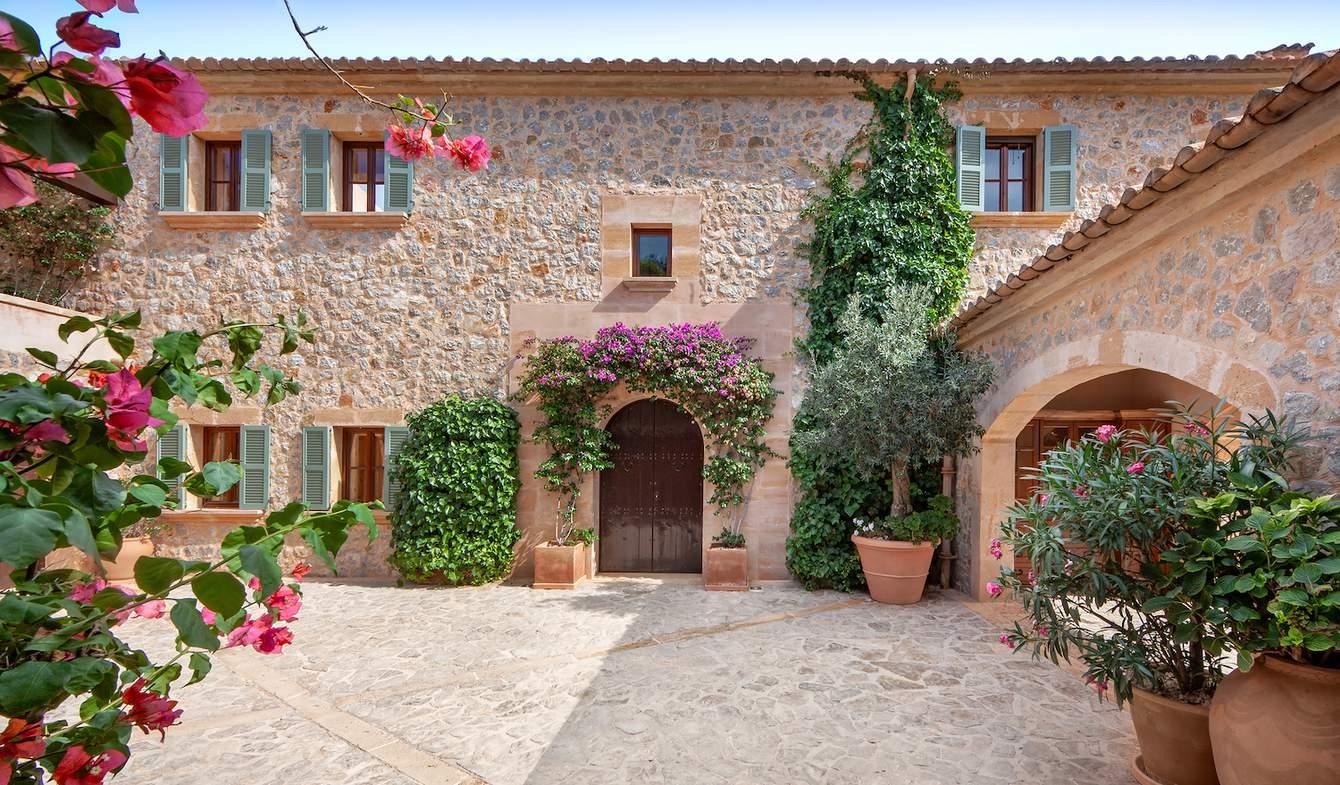 Seaside house with pool Camp de Mar, Mallorca