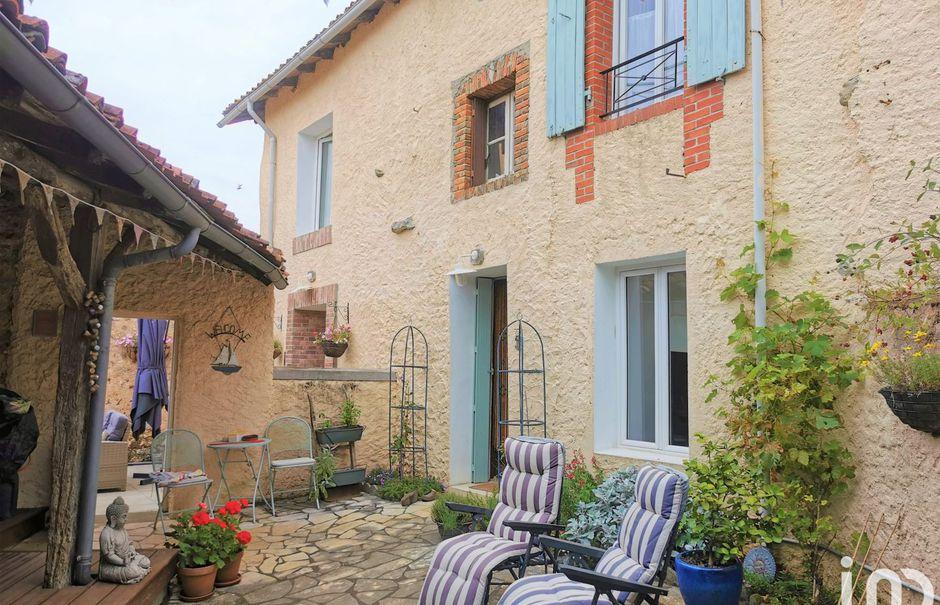Vente maison 7 pièces 135 m² à Le Vigeant (86150), 115 000 €