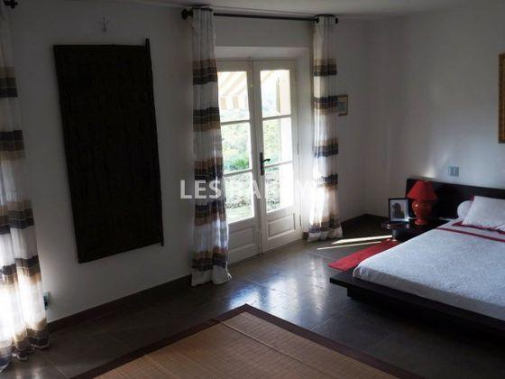 Vente propriété 6 pièces 250 m2