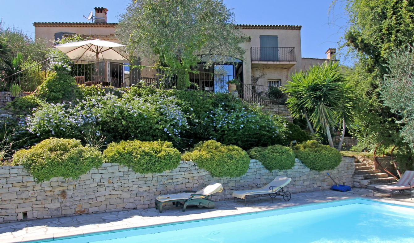 House with pool Opio