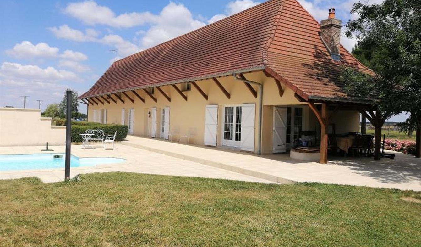 Property with pool and garden Saint-Martin-en-Bresse