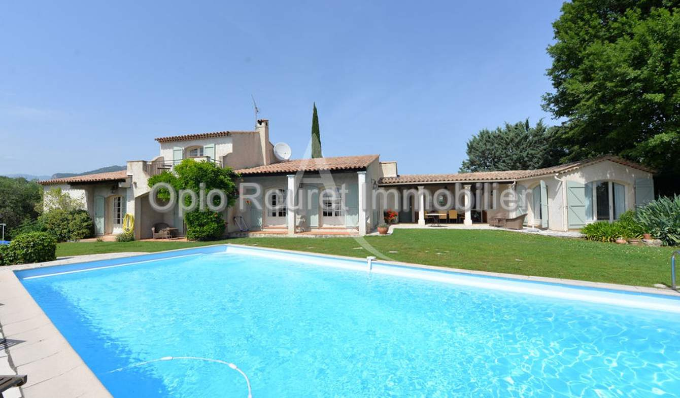 House with pool and terrace Le Rouret