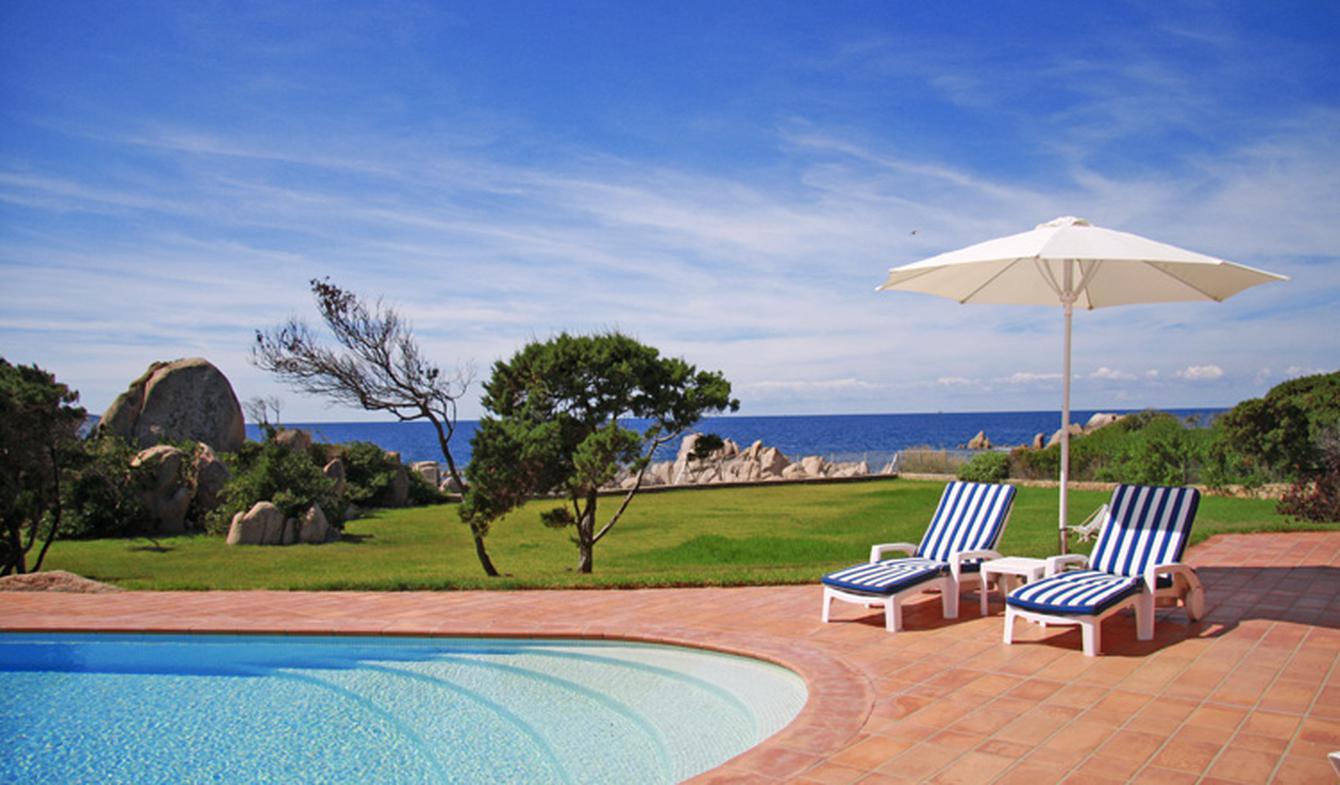 Seaside villa with pool Pietrosella