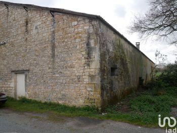 locaux professionels à Saint-Jean-d'Angle (17)