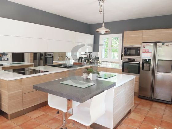 Vente villa 8 pièces 213 m2