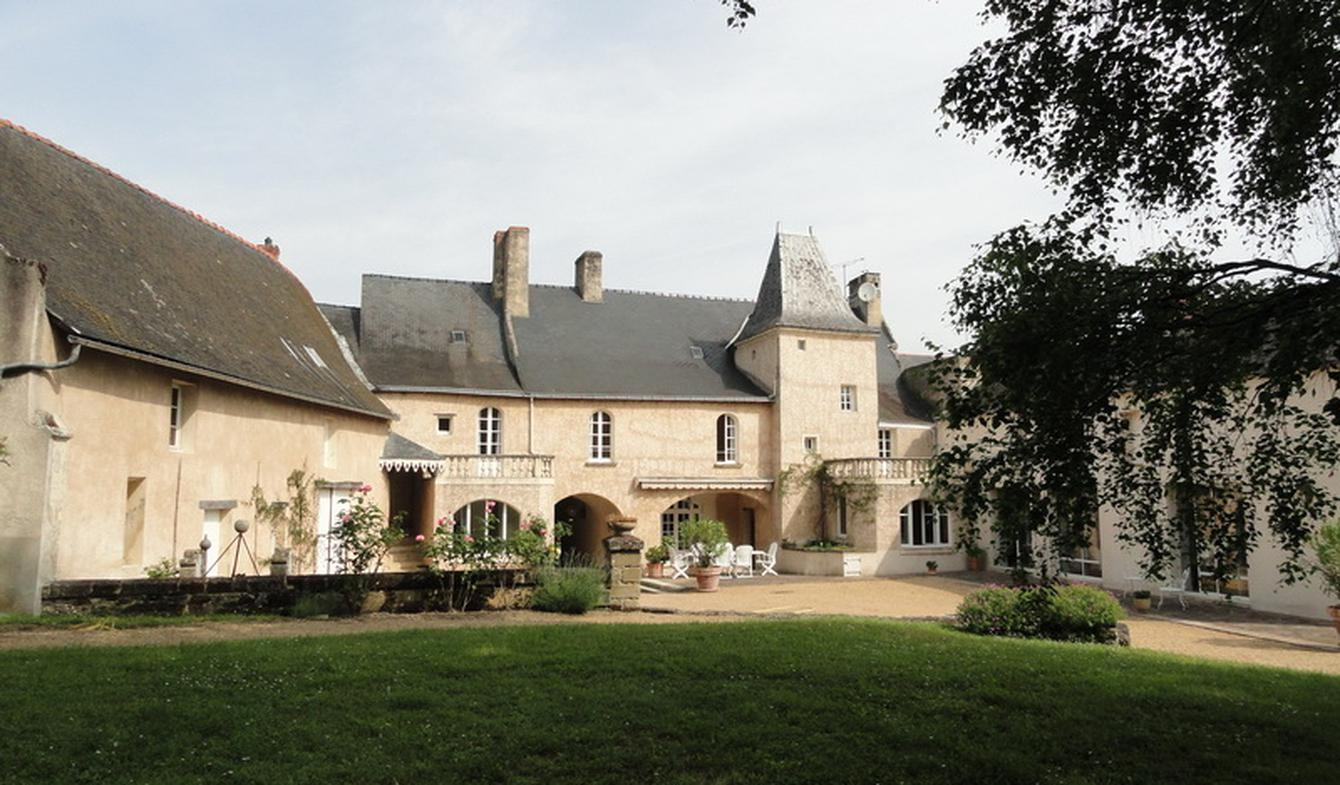 Private mansion with garden Maine-et-Loire
