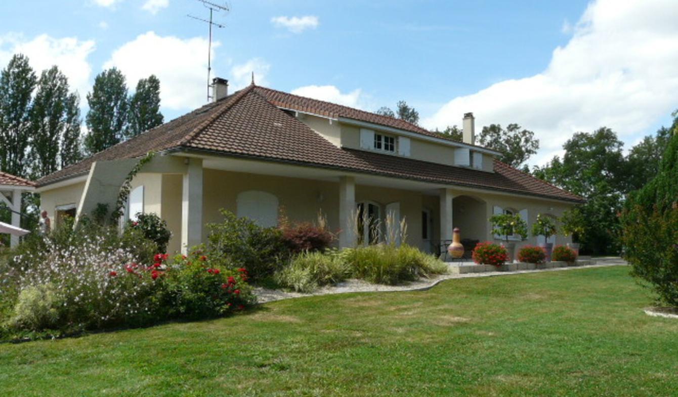 Maison contemporaine avec piscine et jardin Camiran