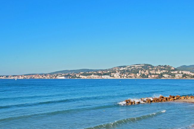 Seaside Contemporary Apartment with Terrace, Sanary-sur-Mer