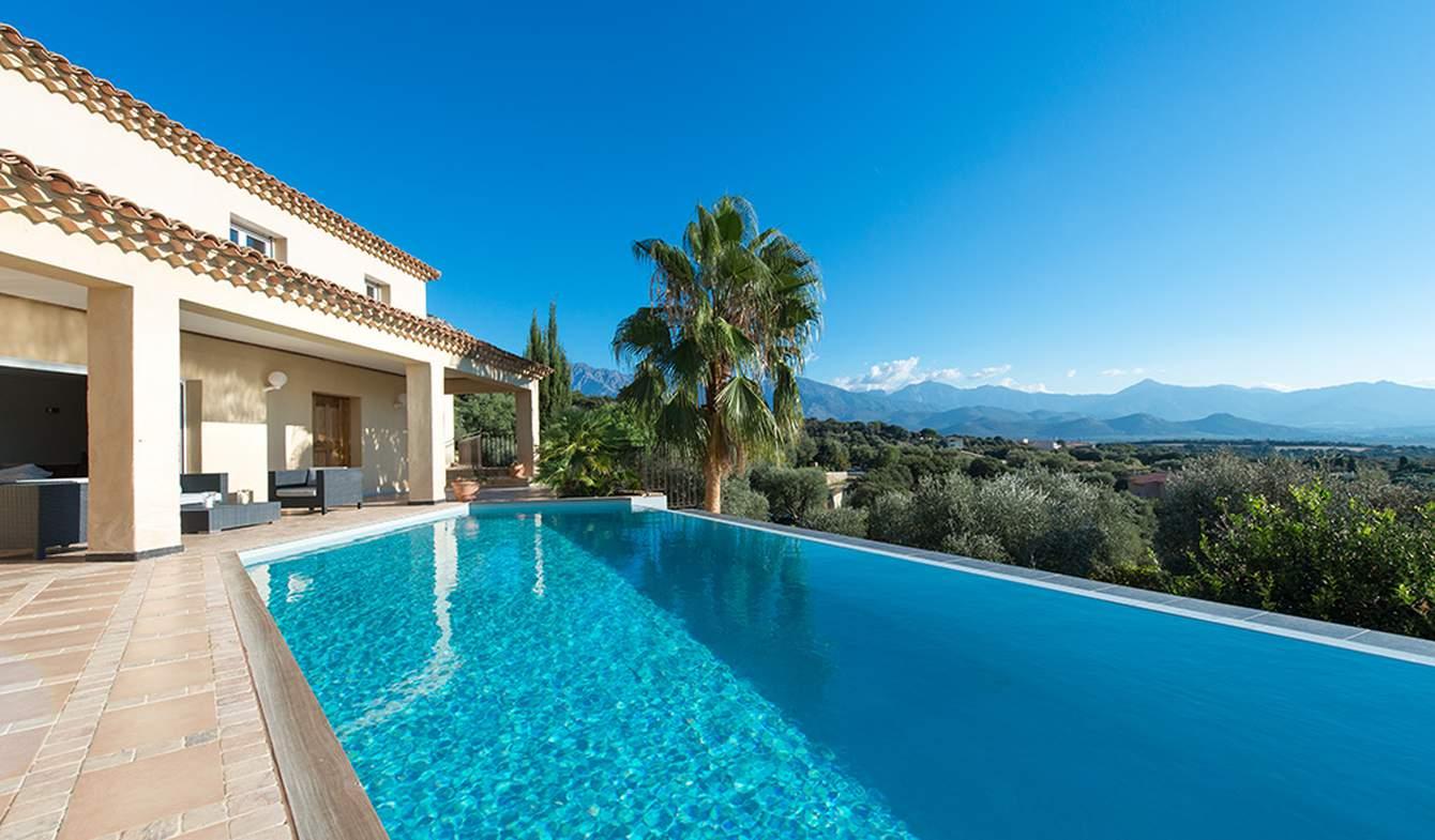 Villa with pool and garden Calvi