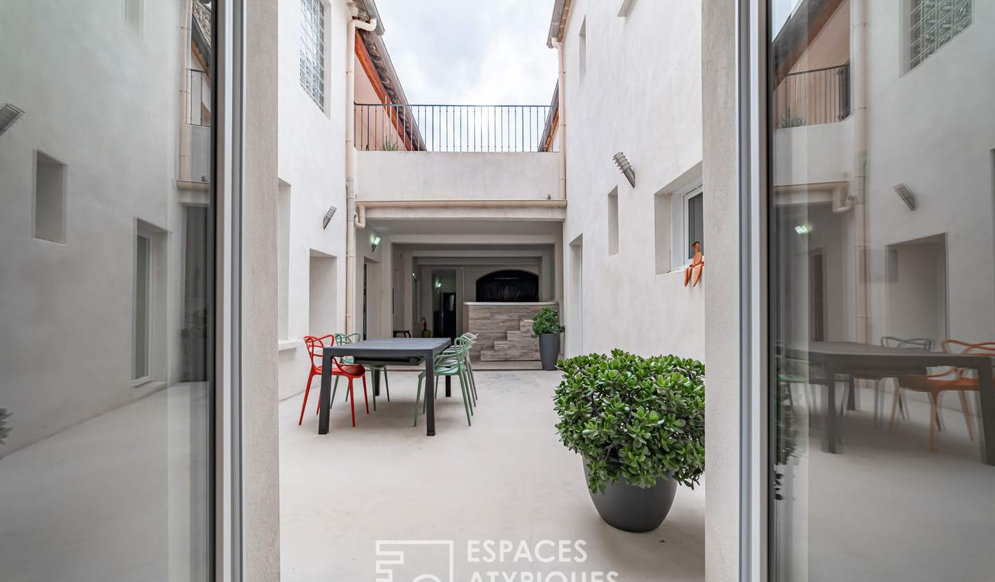 Apartment with terrace and pool Nimes