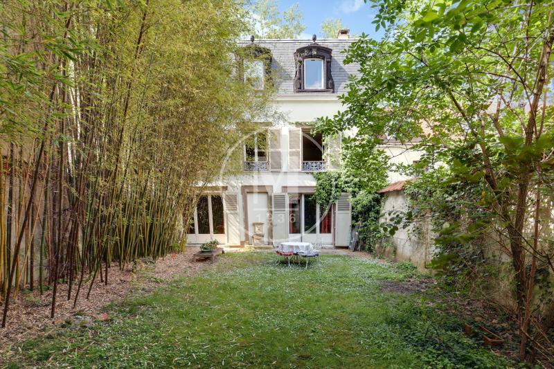 vente maison de luxe rueil malmaison 1 575 000 215 m. Black Bedroom Furniture Sets. Home Design Ideas