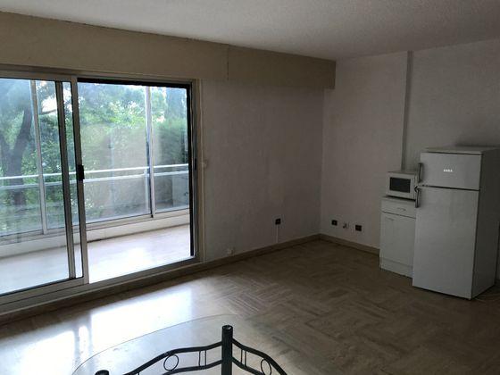 Location studio 27,09 m2