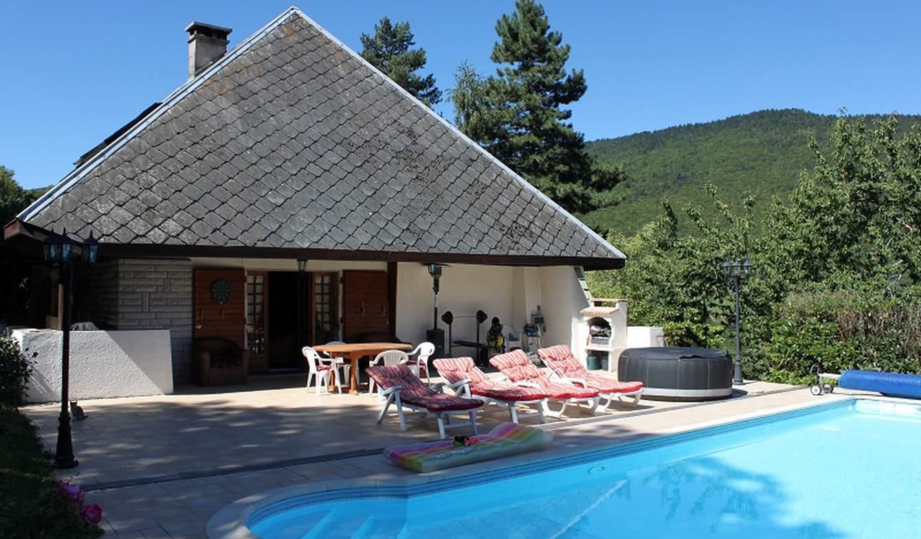 Maison avec piscine et terrasse Le Noyer