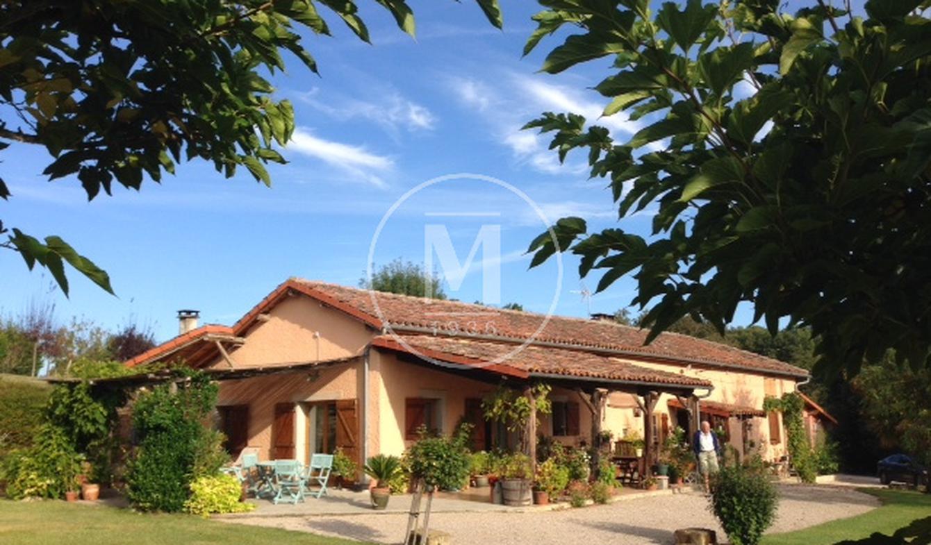 Maison avec piscine et terrasse Simorre