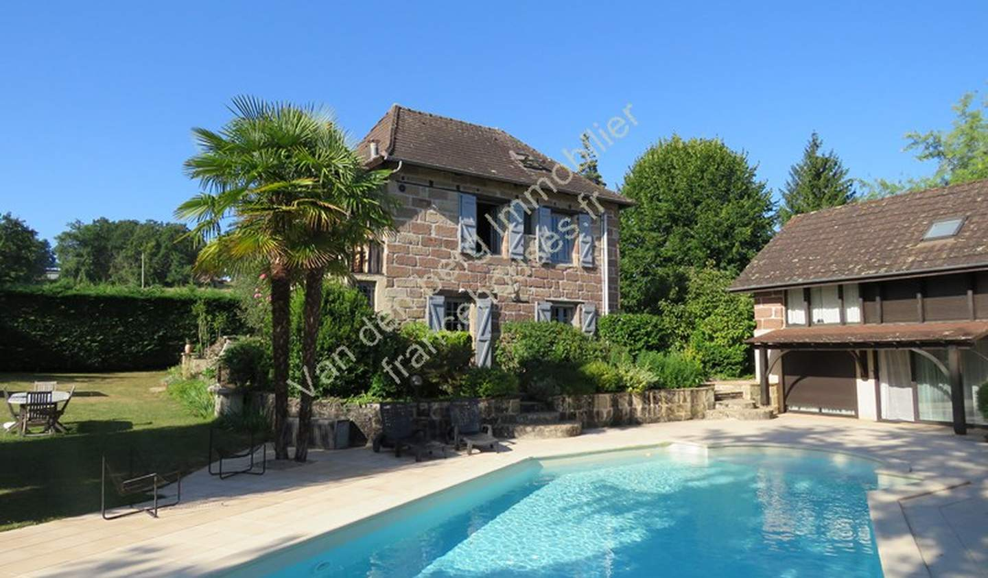 House with pool and garden Yssandon