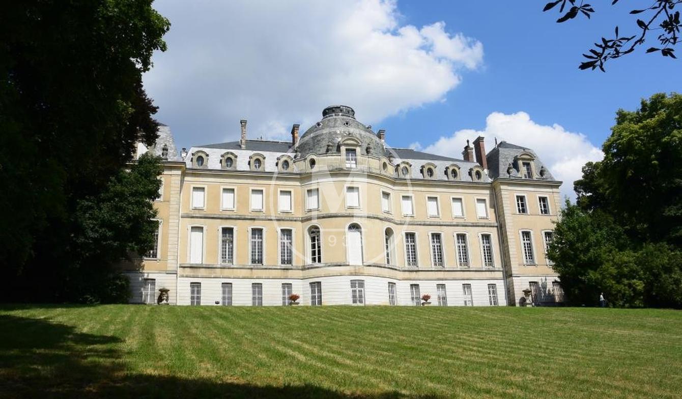 Castle Vaux-le-Pénil