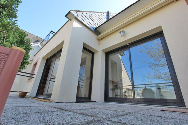Appartement Contemporain avec Terrasse, Quimper