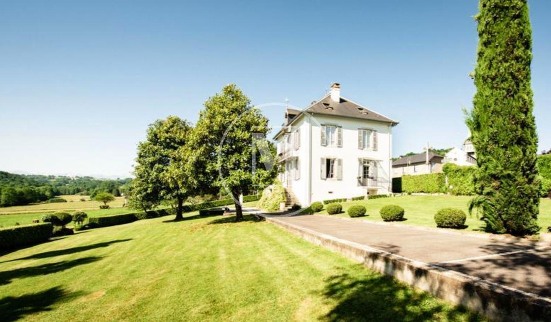 Maison avec terrasse Burg