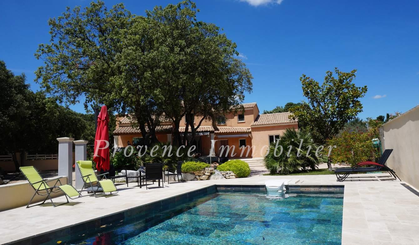 Maison avec piscine et terrasse Saint-Restitut