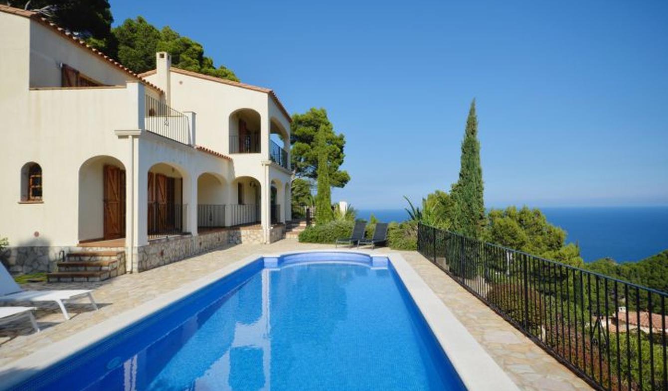 Seaside villa with pool Begur
