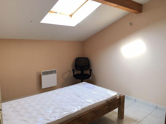 Location studio meublé 10,49 m2