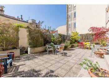 Maison recente de type 6 avec garage double, dependance, terrasse et jardin  de 640 m2 autour.