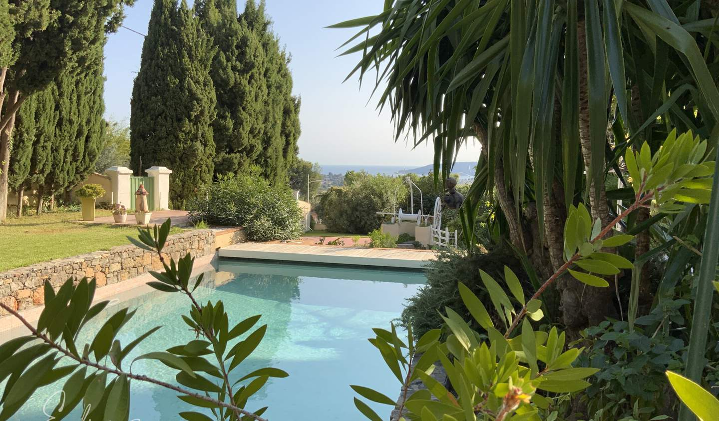 Villa with pool and terrace Toulon