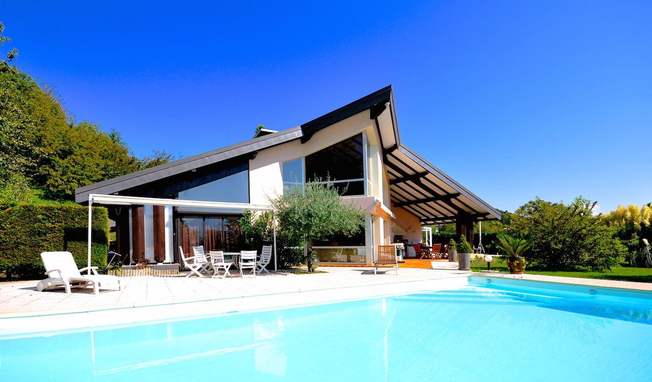 Contemporary house with pool and garden Barraux