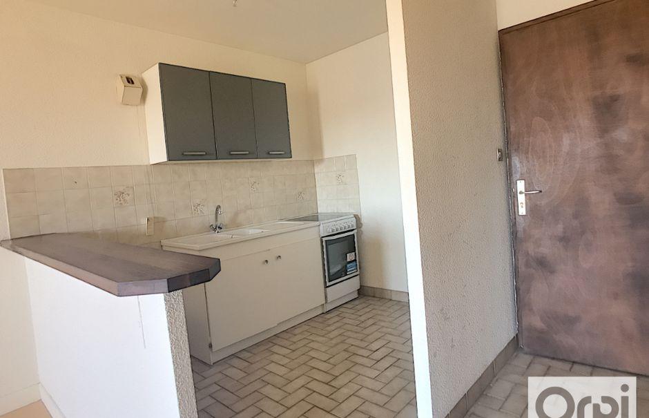 Location  appartement 2 pièces 39.7 m² à Montluçon (03100), 405 €