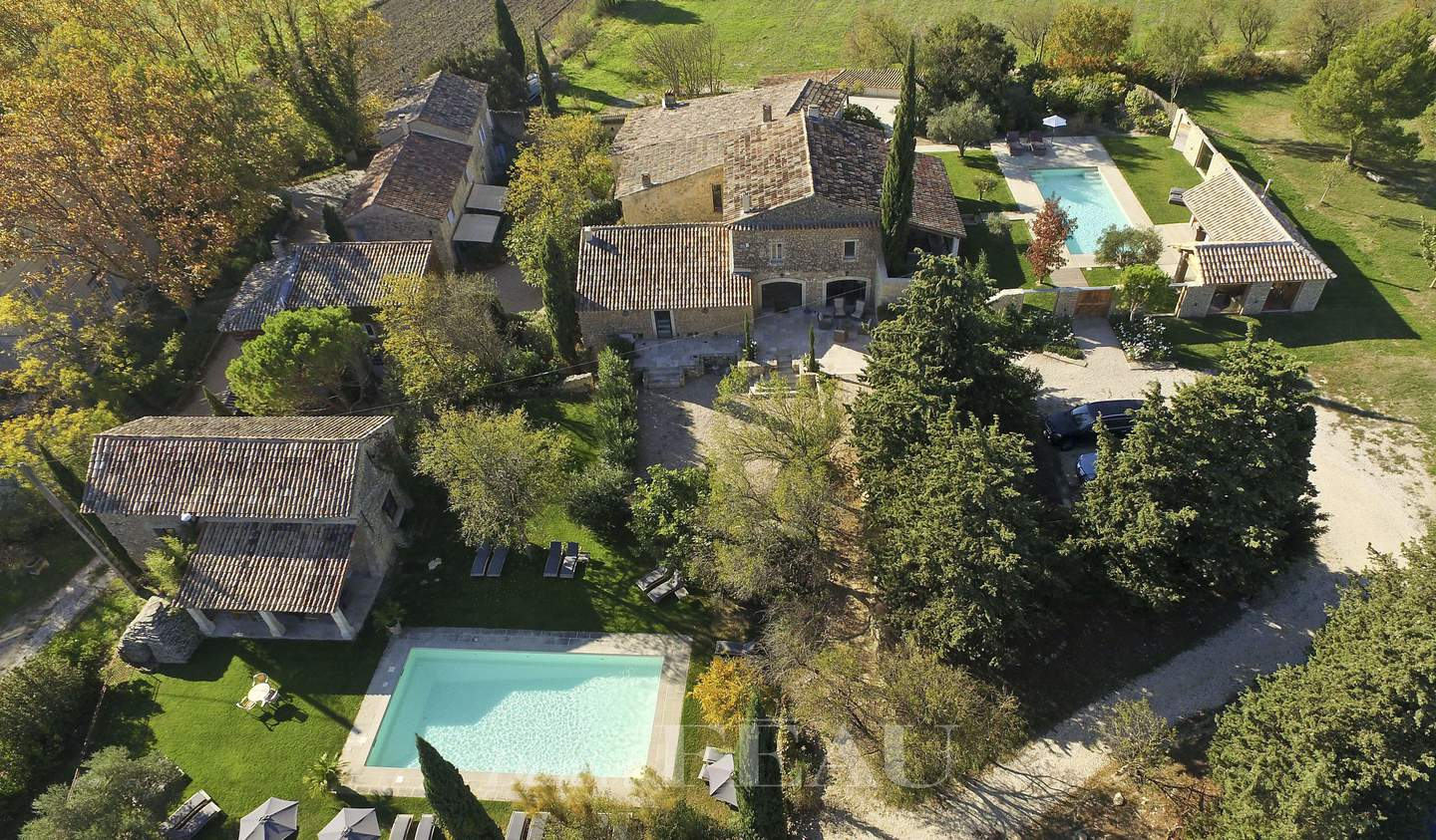 Property with pool L'Isle-sur-la-Sorgue