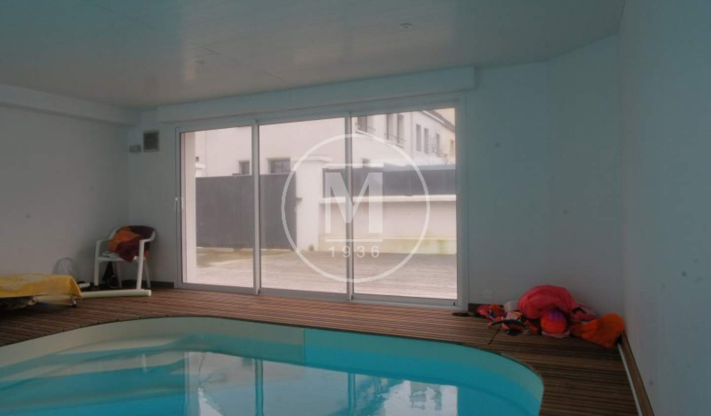 House with pool and terrace Lorient