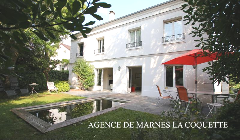Villa with terrace Garches