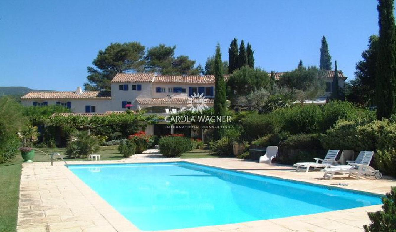 Villa with pool Lauris