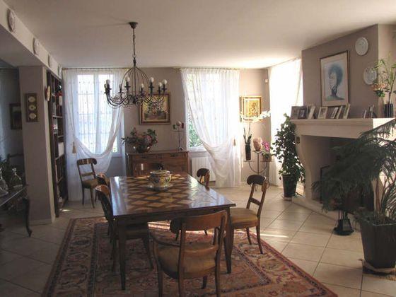 Vente maison 8 pièces 390 m2