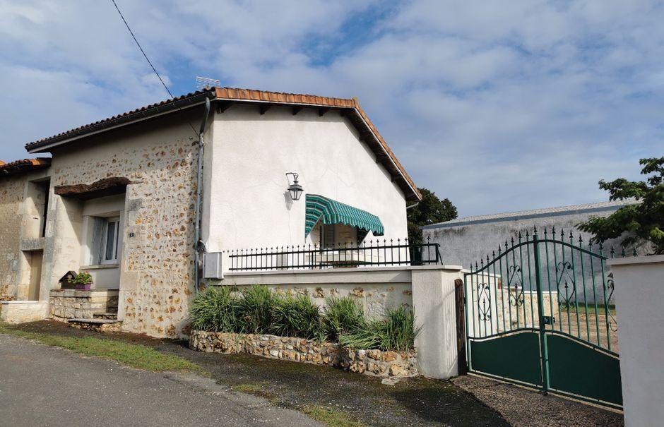 Vente maison 4 pièces 85 m² à Taponnat-Fleurignac (16110), 93 000 €