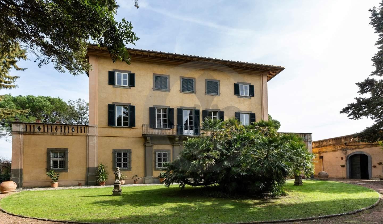 Villa with garden and terrace Lari